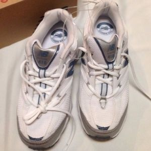 New balance 410 running sneakers sz 11D (wide) new